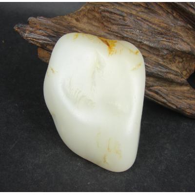 重205克新疆和田玉栆红皮白玉籽玉  把件料