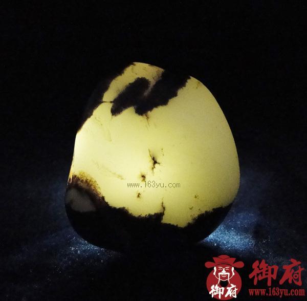 重125克 新疆和田玉黑皮白玉籽料(实价)