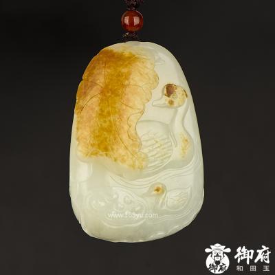 新疆和田玉洒金皮白玉籽玉把件 鹅戏莲间 84.4克