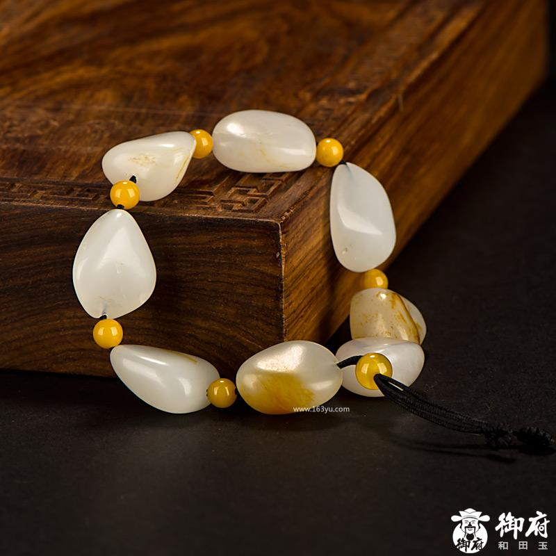 新疆和田玉红皮白玉籽玉 原石手链 32.6克