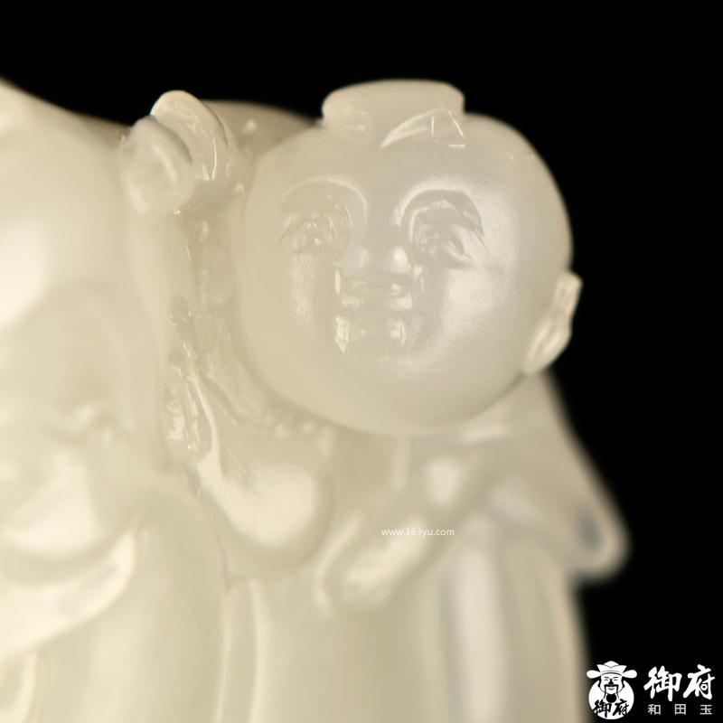 新疆和田玉原毛孔皮白玉籽玉挂件 童子戏财神 29.8克