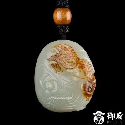 新疆和田玉枣红皮籽玉把件 连年有余 78.2克
