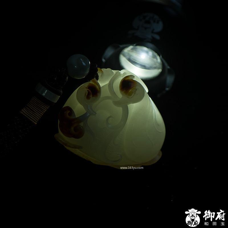新疆和田玉枣红皮白玉籽玉原籽把件 鹅衔如意 120.4克