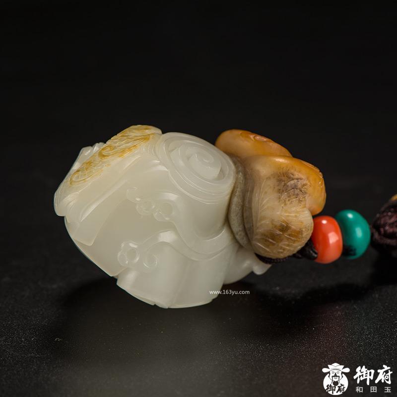 新疆和田玉黄皮白玉籽玉挂件 大展宏图 45.5克