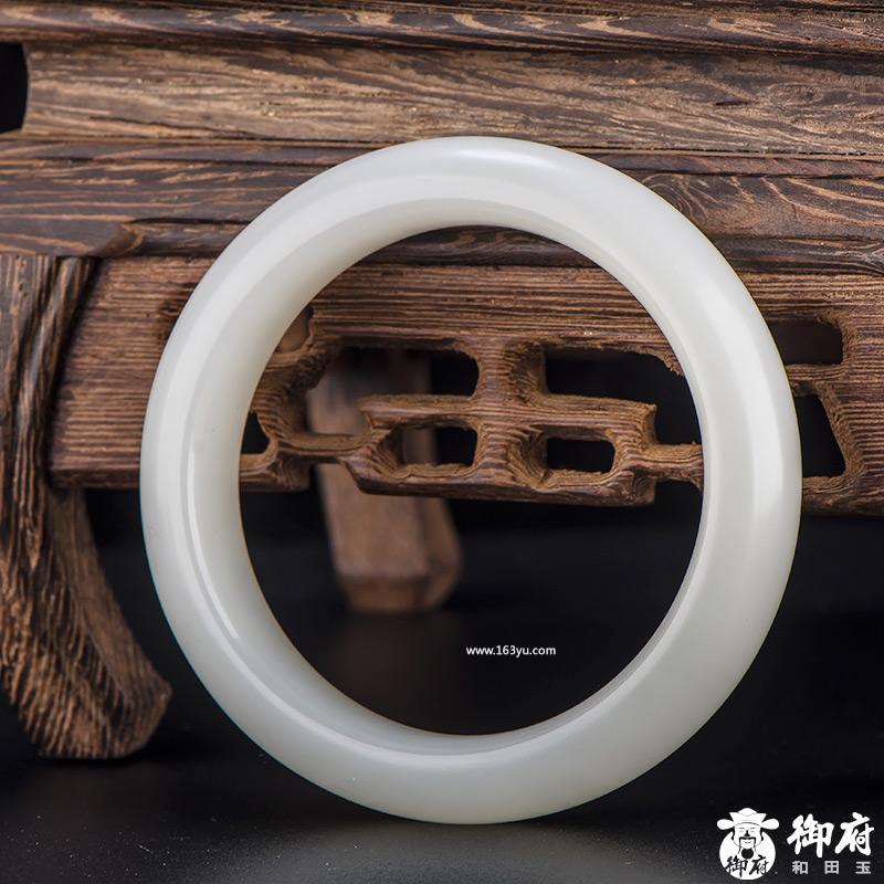 新疆和田玉原毛孔皮一级白白玉籽玉 手镯 内径52.5mm 62克