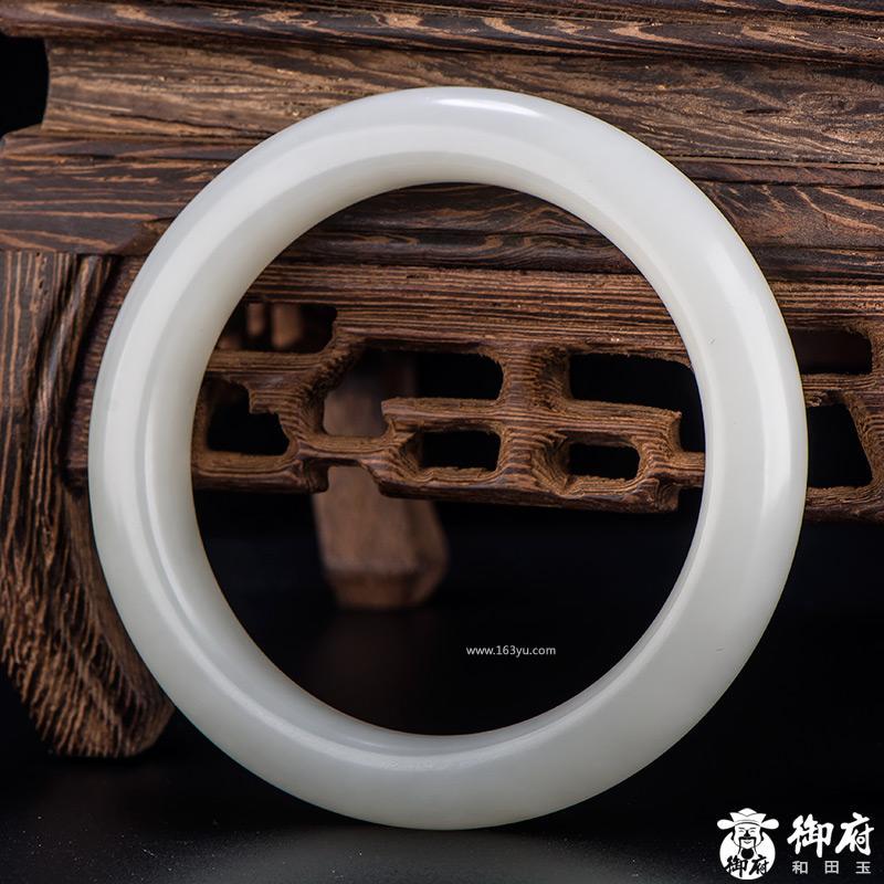 新疆和田玉原毛孔皮一级白白玉籽玉 手镯 内径55mm 74.2克