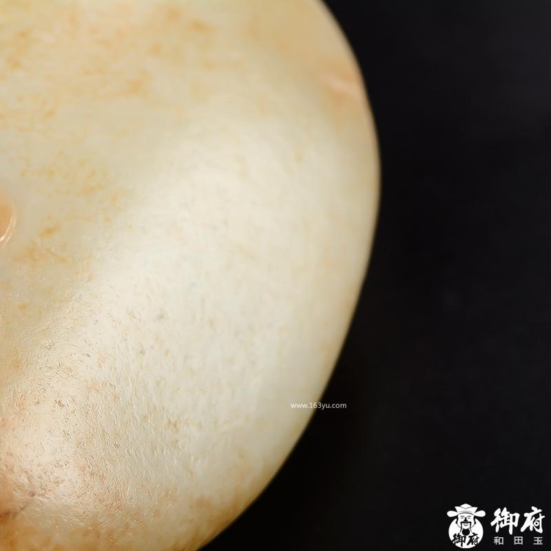 新疆和田玉枣红皮白玉籽玉摆件 持莲观音 913.5克
