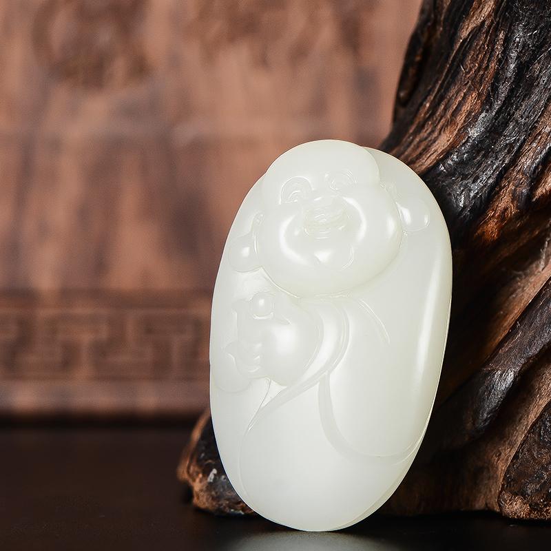 新疆和田玉原毛孔皮白玉籽玉挂件 持宝弥勒 22克