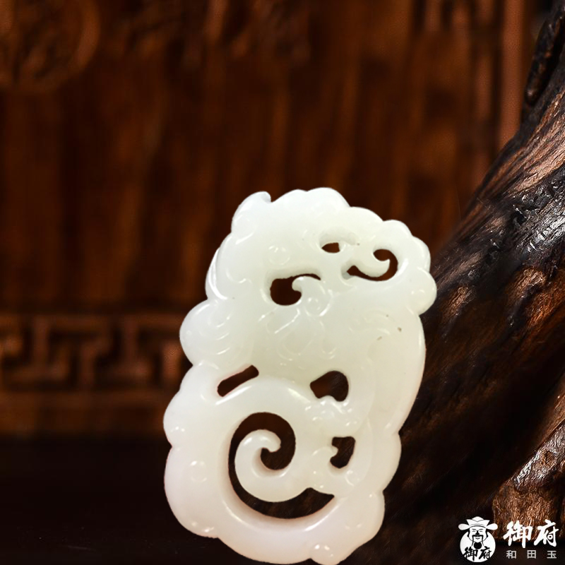 新疆和田玉羊脂白玉籽玉挂件 仿古龙 24.1克