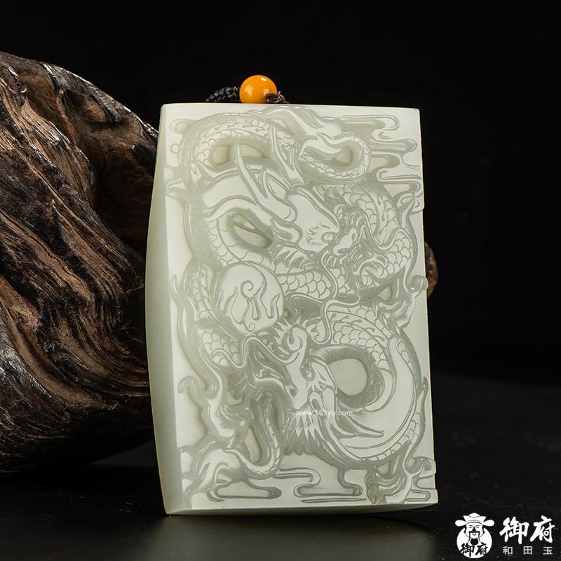 新疆和田玉黄皮白玉籽玉玉牌 双龙戏珠 265.2克