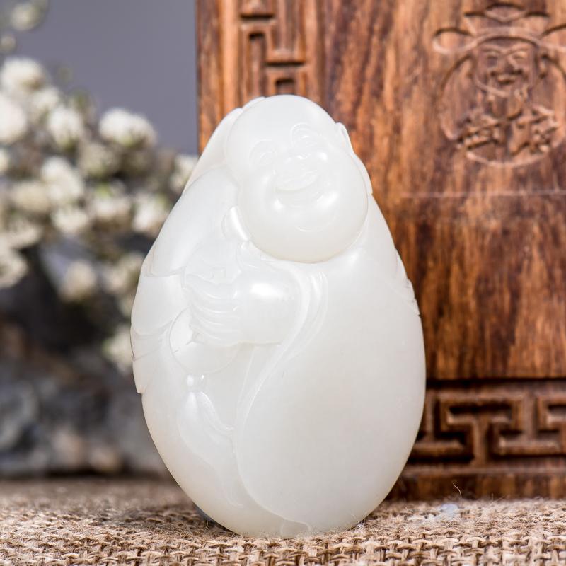 新疆和田玉羊脂白原毛孔皮白玉籽玉挂件 弥勒送福 52.8克