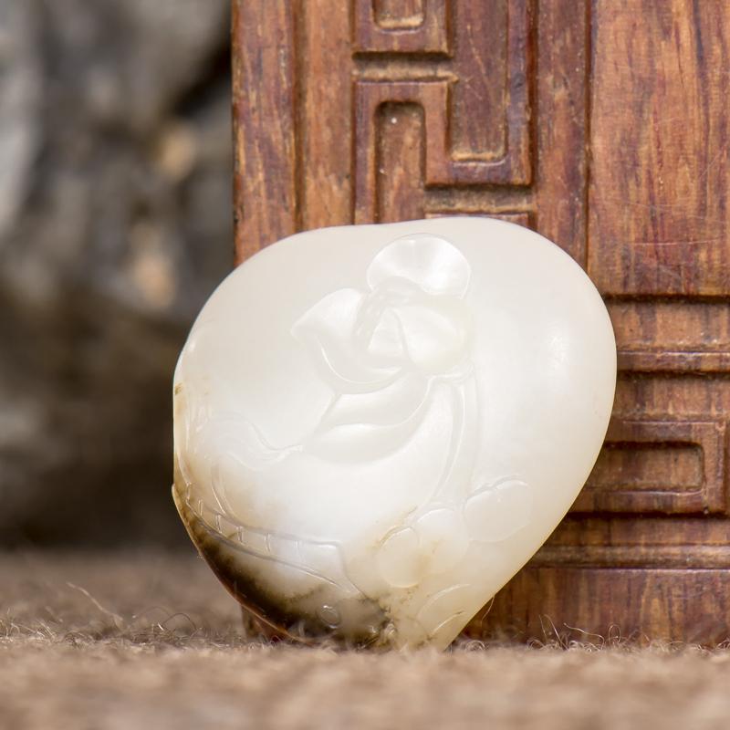 新疆和田玉褐皮白玉籽玉挂件 连年有余 4.8克