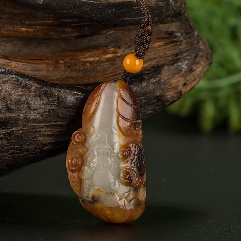 新疆和田玉枣红皮白玉籽玉挂件 年年有余 21.5克