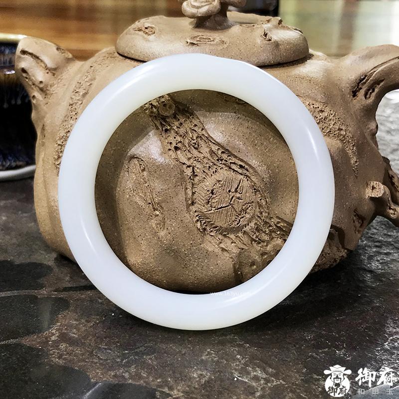 新疆和田玉原毛孔白皮一级白白玉籽玉 平安镯 55圈 62.8克