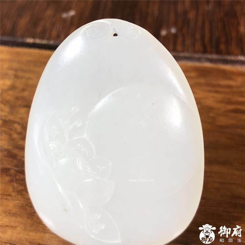 新疆和田籽料一级白白玉挂件 荷塘月色 17克