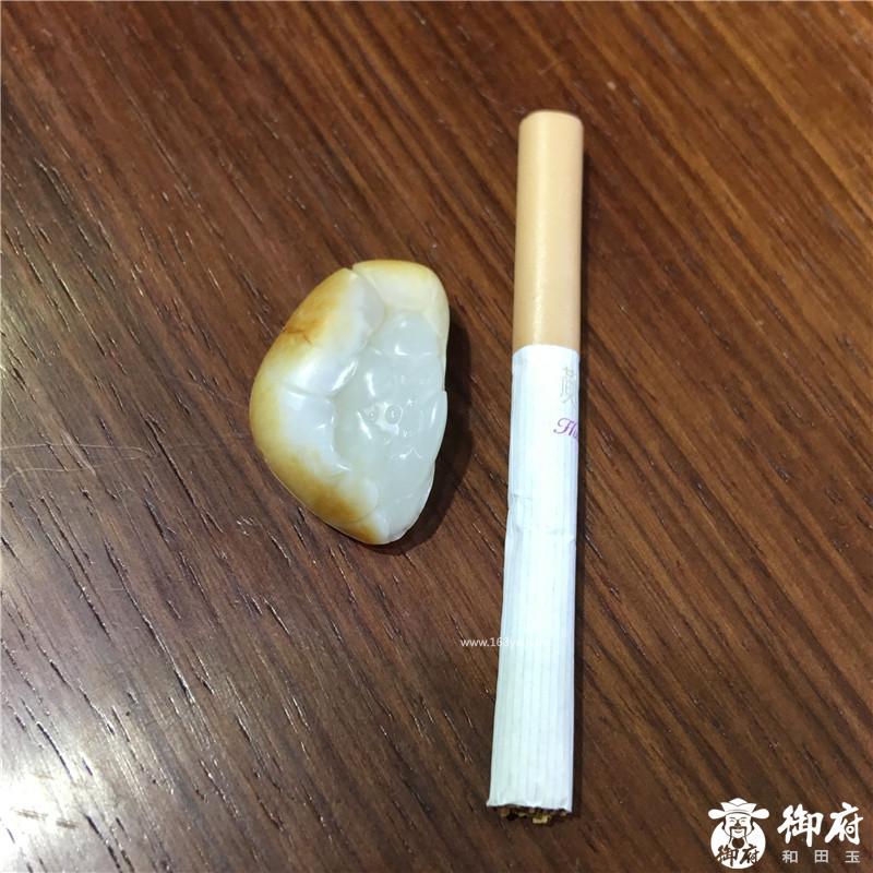 新疆和田玉黄皮白玉籽玉挂件 荷韵 15.9克
