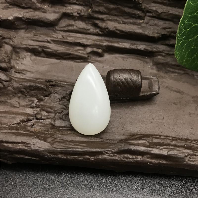 新疆和田玉白玉籽玉 水滴形蛋面 6.7g