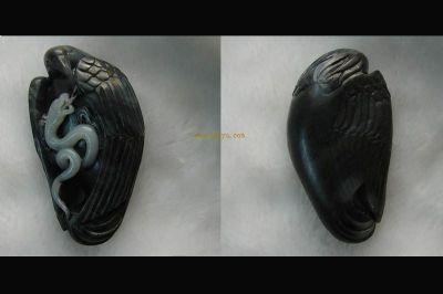 新疆和田玉黑白籽料 鹰蛇