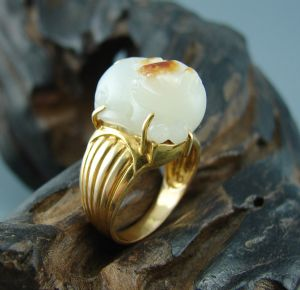 重9克新疆和田玉金镶枣红皮白玉籽玉  貔貅戒指